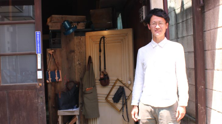 革製品ブランドの東京オフィスは、築80年以上のガラス加工工場!?